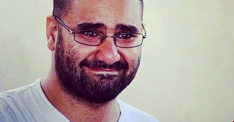 ضرب وتنكيل وانتهاكات.. تفاصيل تعذيب الناشط علاء عبدالفتاح في سجن العقرب