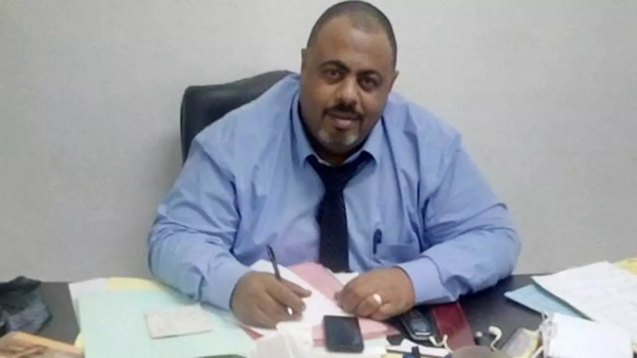 النيابة تطالب مأمور السجن بتوقيع الكشف الطبي على المحامي محمد رمضان وإرسال تقرير بالحالة